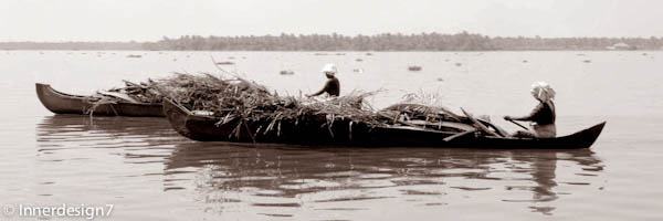 woman_in_boats